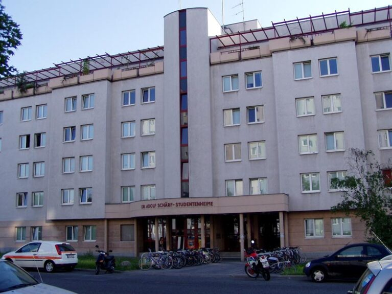 389 beds in the 6th Adolf Schärf Dormitory